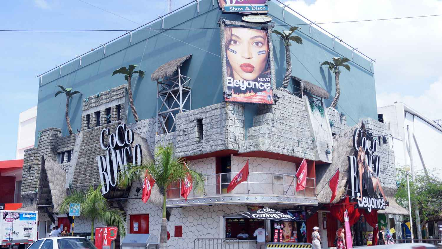 The Coco Bongo club featuring a Beyonce look-alike.