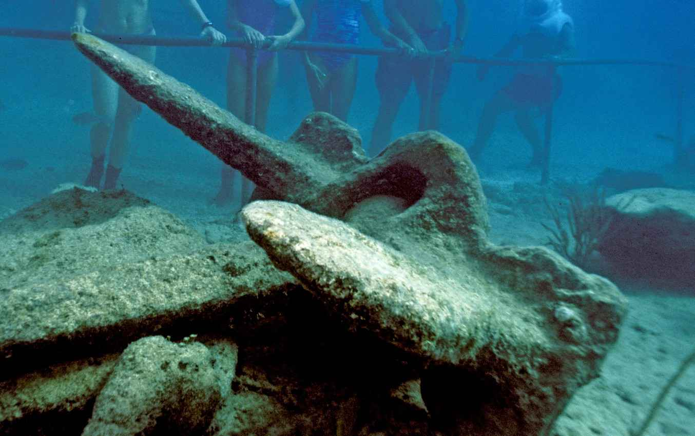 An anchor from a sunken boat scene during a snorkeling tour.