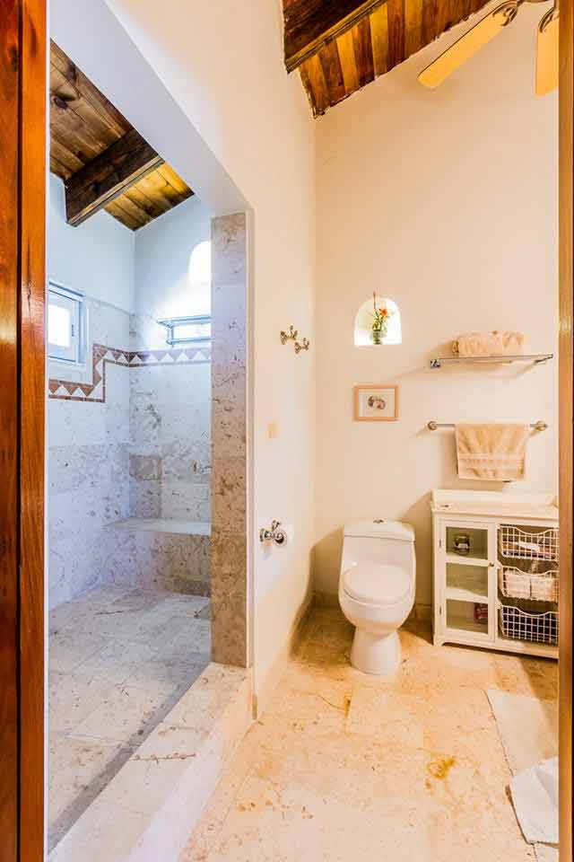 bathroom-in-the-king-suite-of-villa-del-mar-vacation-home-playacar