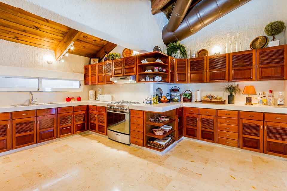 large-kitchen-in-villa-del-mar-playacar