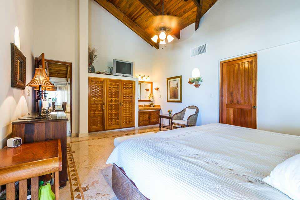 princess-suite-bed-view-of-villa-del-mar-playa-del-carmen