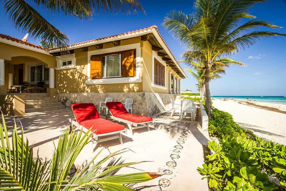 villa-del-mar-beachfront-patio-showing-playacar-beach