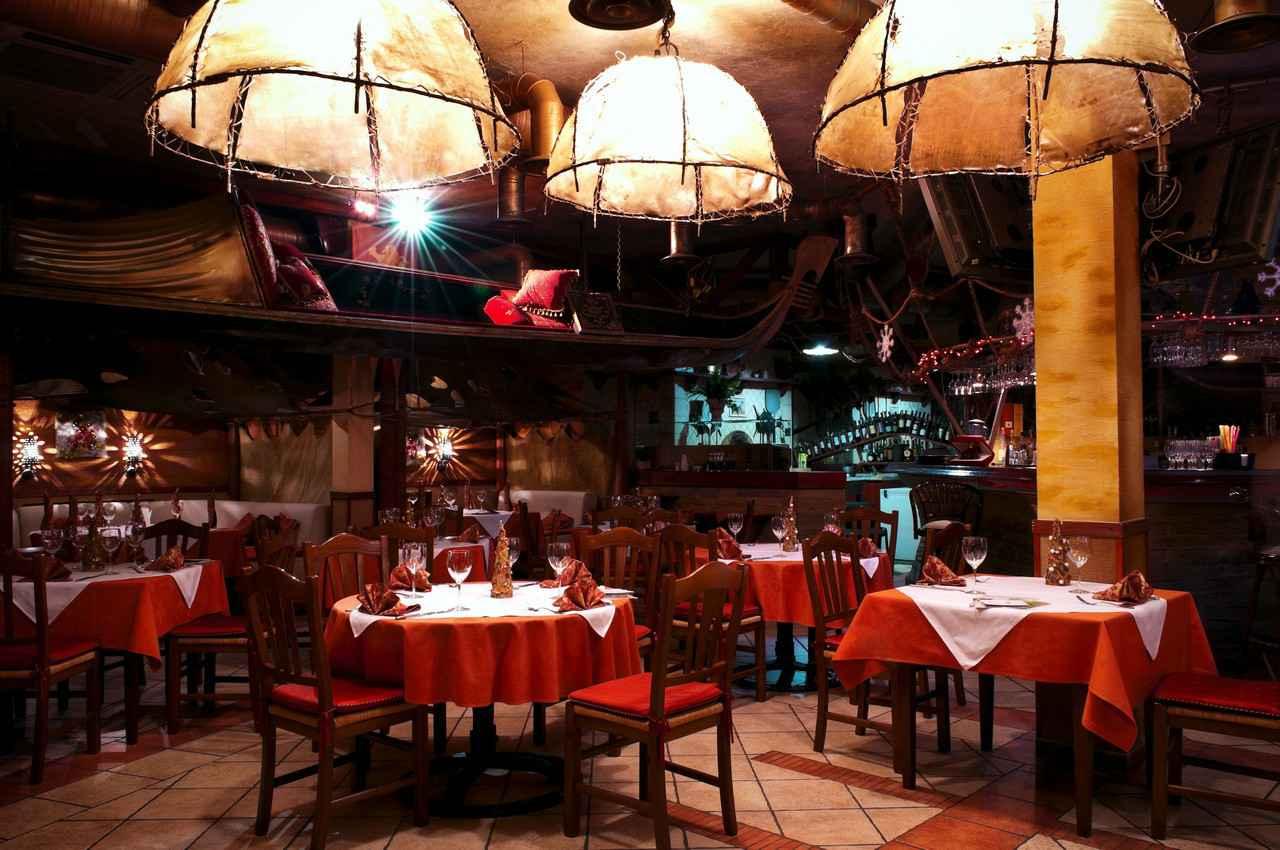 An example of beautiful restaurant decor.