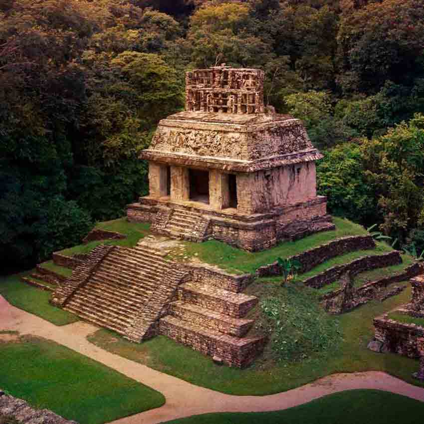 Beautiful pyramid that you will see on one of the Riviera Maya Tours.