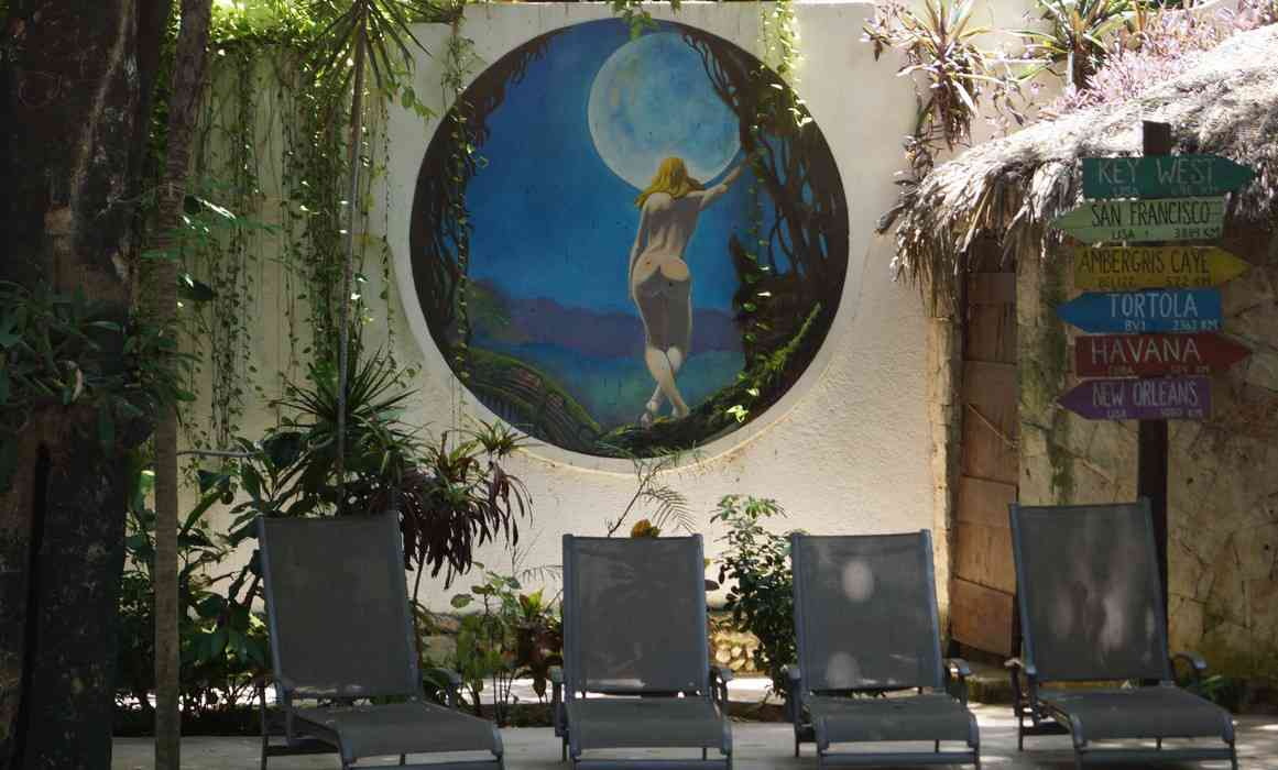 A picture of the beautiful painting on the back wall of the swimming pool at the Luna Blue Hotel.