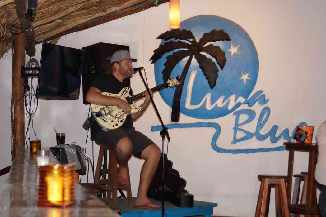 Mike Grabow singing at the Luna Blue Hotel bar.