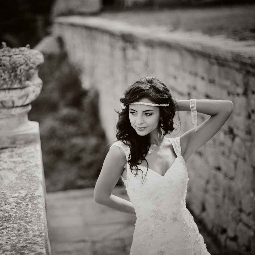 A grayscale picture of a bride near some Mayan ruins.