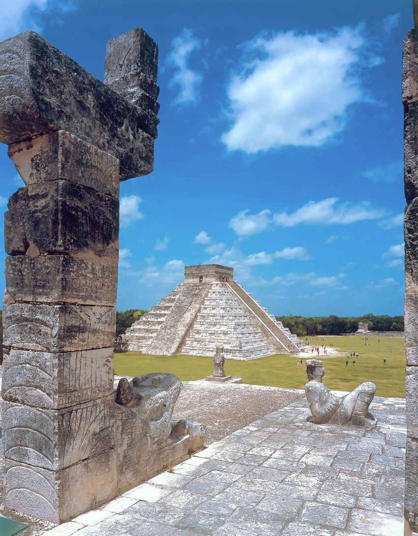Mayan architecture featuring both a statue and a pyramid.