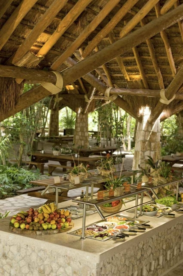 An outdoor and indoor buffet restaurant.