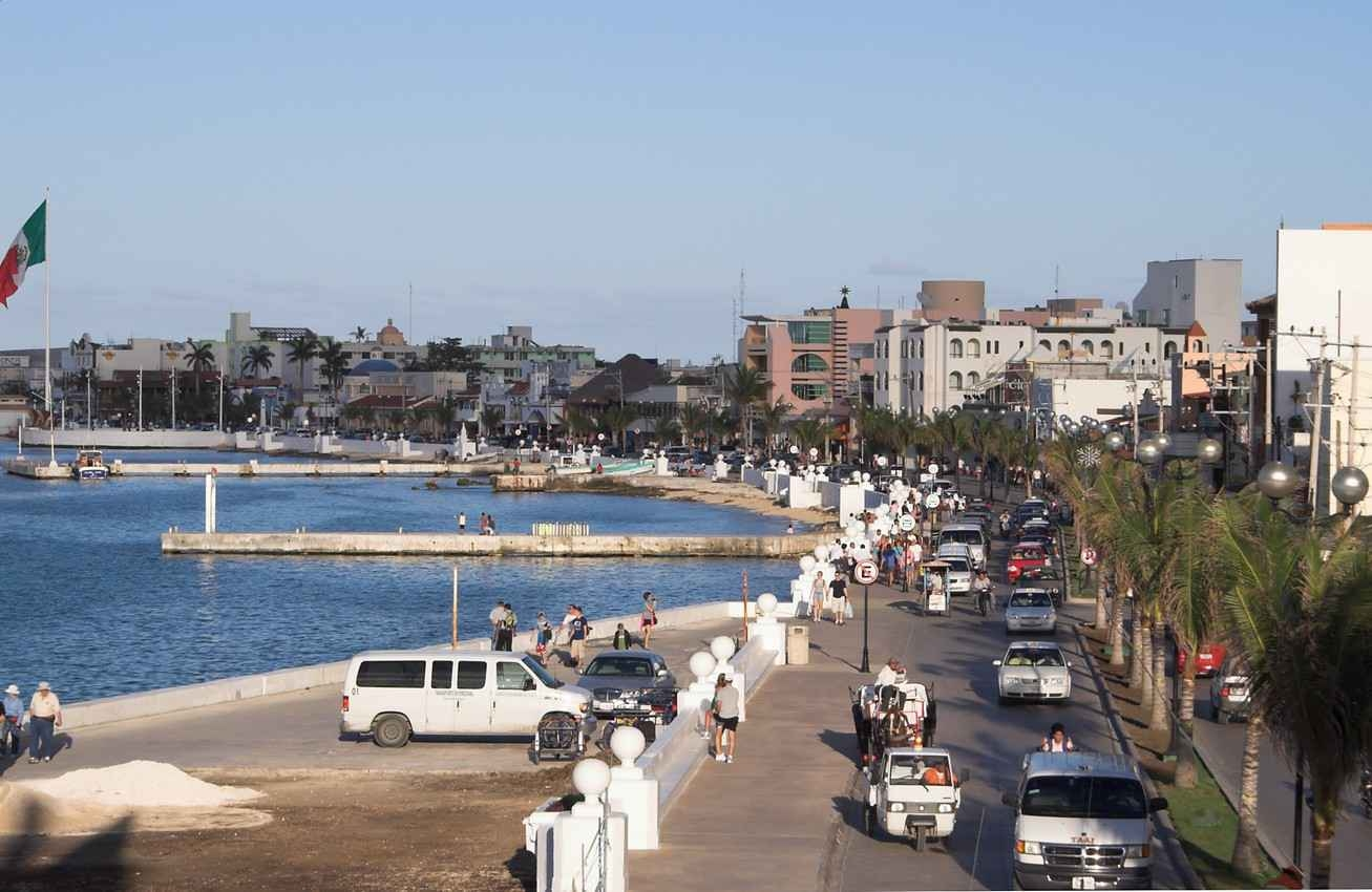 A busy Cozumel Street near the shoreline.