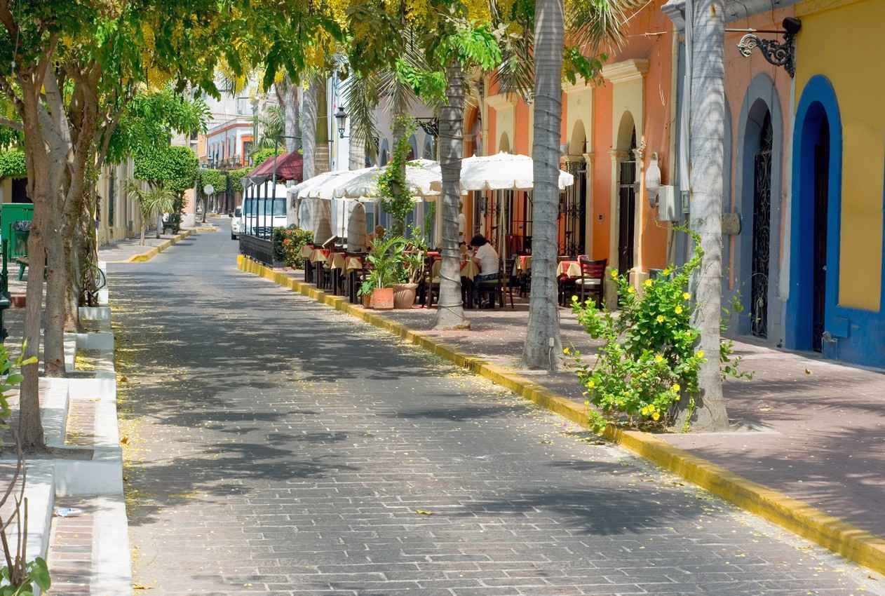 A typical Mexican street that you will find in high-class tourist areas.