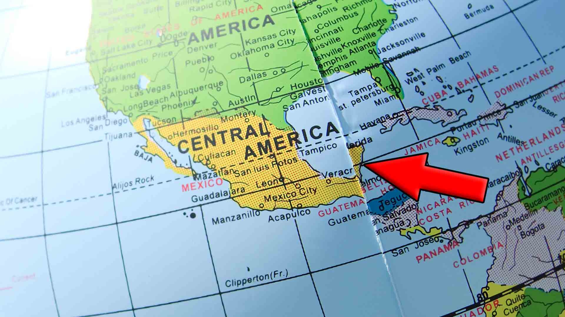 Arrow on globe pointing to Playa Del Carmen's location.
