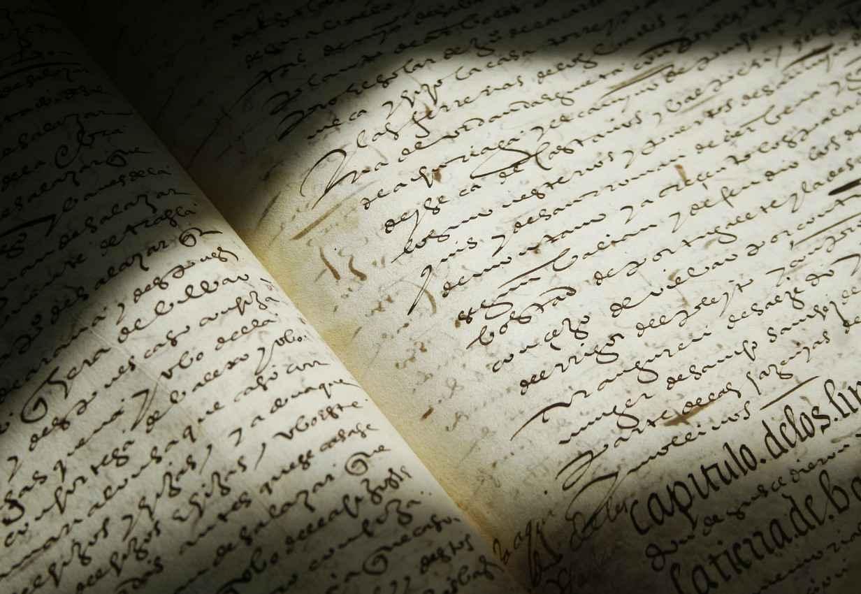 An ancient handwritten legal textbook.