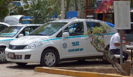 An airport transfer taxi in Playa Del Carmen.