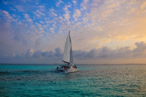 a-catamaran-sunset-sailing-at-evening-during-a-playa-del-carmen-booze-cruise