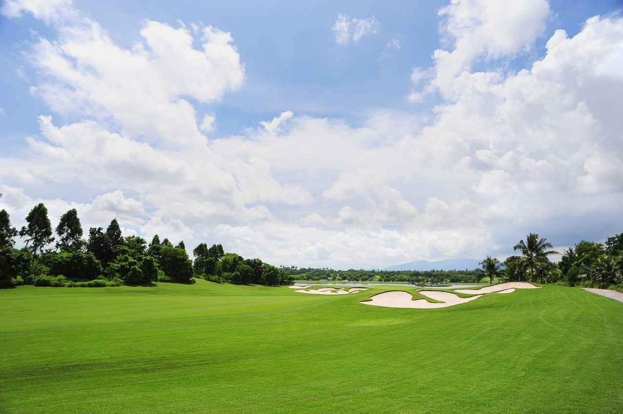 A long stretch of a golf course that is close to Playa Del Carmen.