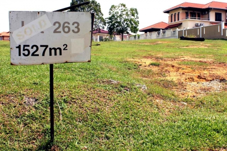 A sign showing the square meters of some land for sale.