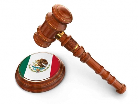 A judge's gavel with a Mexican flag imprinted on the side of it.