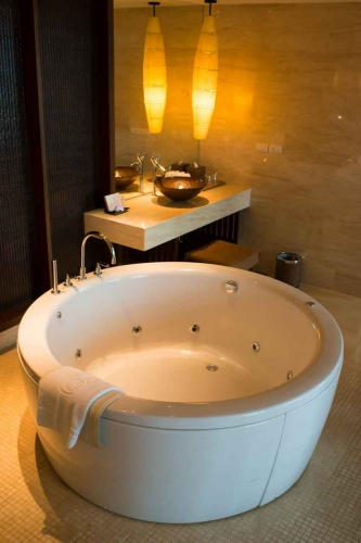 A small Jacuzzi tub in a Playa Del Carmen home.