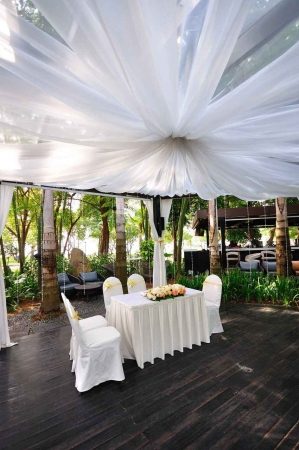 A simple wedding venue with small tables and beautiful jungle views.