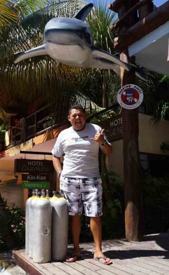ramon-standing-outside-of-phantom-dive-shop-in-playa-del-carmen