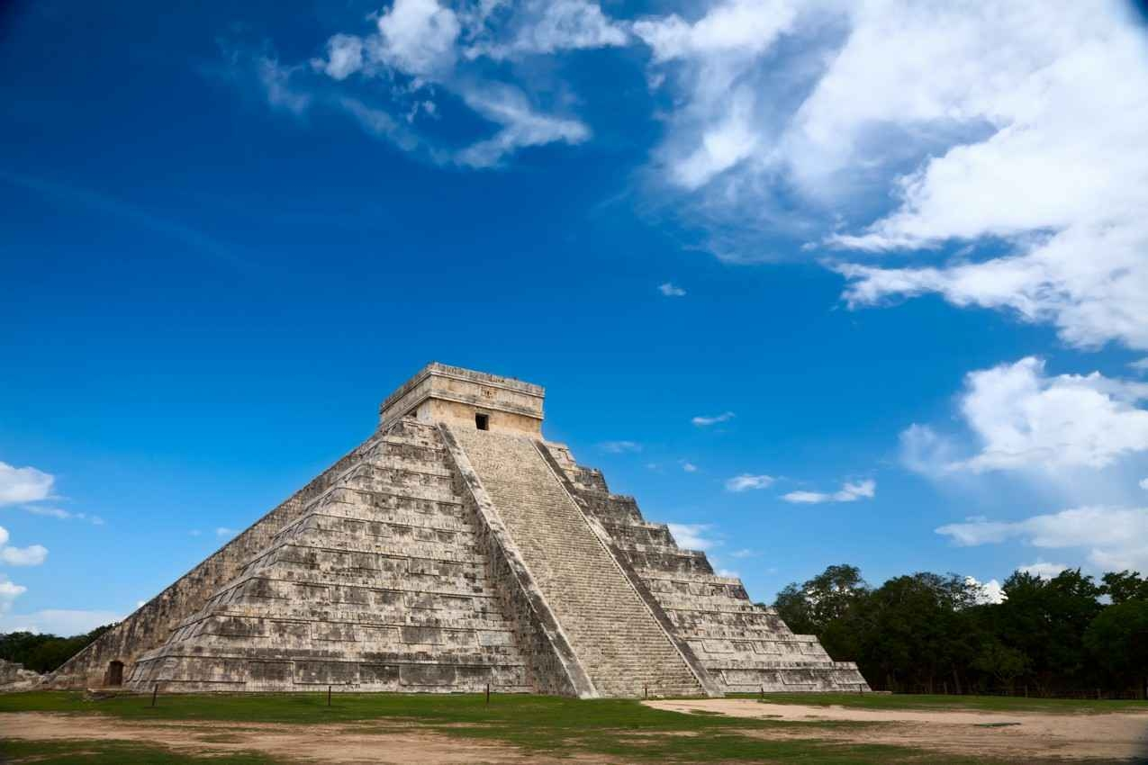 A large pyramid at Chichen Itza Park.